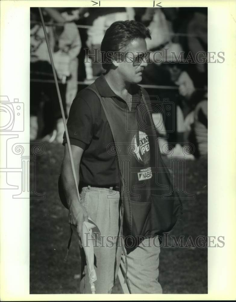 "1989 Press Photo Texas Open golf caddie David ""Doc"" Gray - sas16762 - Historic Images"