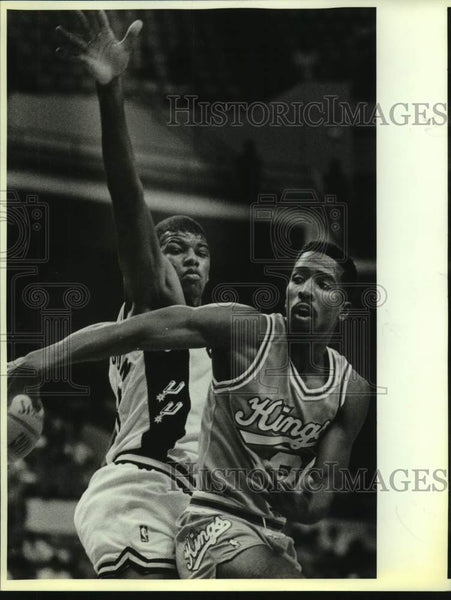 1988 Press Photo San Antonio Spurs and Sacramento Kings play NBA basketball - Historic Images