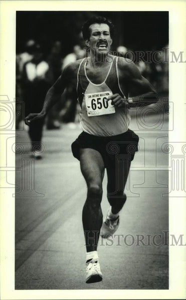 1993 Press Photo San Antonio Marathon winner Juan Sena Palacios of Mexico - Historic Images