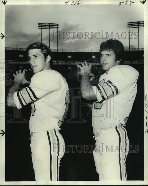 1977 Press Photo Tulane football quarterbacks Roch Hontas and Tommy Hightower - Historic Images