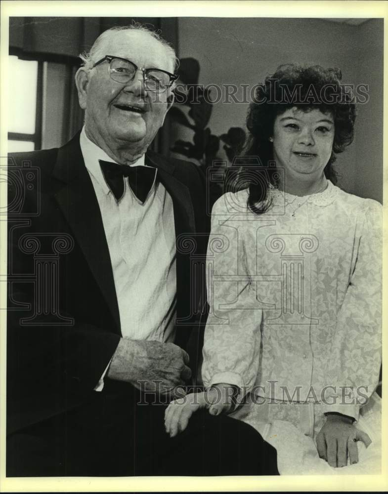 1986 Press Photo Golf great Byron Nelson with Special Olympian Heidi Busch - Historic Images