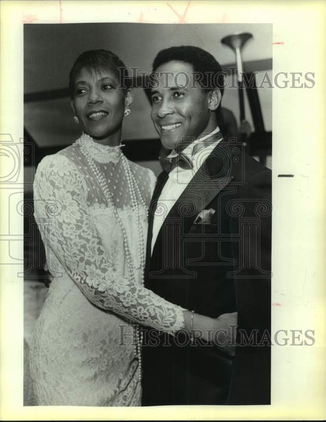 1985 Press Photo Wilma Rudolph and Lynn Swann, Special Olympics benefit - Historic Images