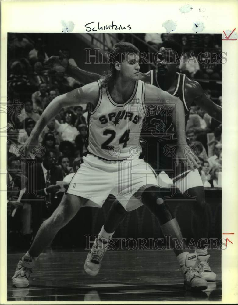1990 Press Photo San Antonio Spurs and New York Knicks play NBA basketball - Historic Images