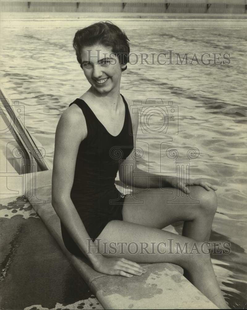 Press Photo Swimmer Susie Schimmel - sas16943 - Historic Images