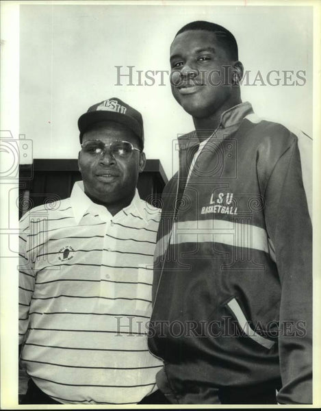 1991 Press Photo Phillip Harrison and basketball star Shaquille O'Neal - Historic Images