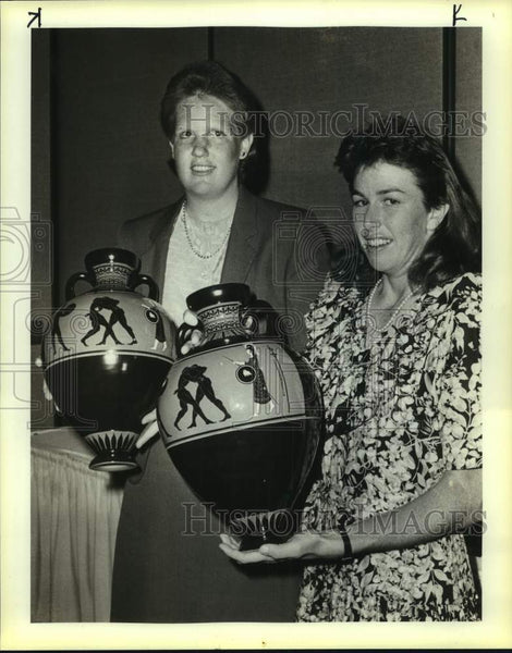 1986 Press Photo Margaret Martinovich and Gretchen Rush, Olympic Awards - Historic Images