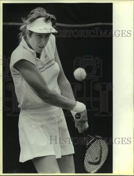 1986 Press Photo Tennis player Gretchen Rush of Trinity plays NCAAs in Austin - Historic Images