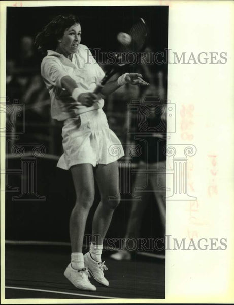 1988 Press Photo Gretchen Magers plays the U.S. Hardcourt Tennis Championships - Historic Images