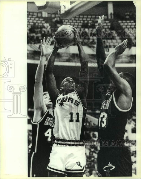 1989 Press Photo Miami Heat and San Antonio Spurs play NBA basketball - Historic Images