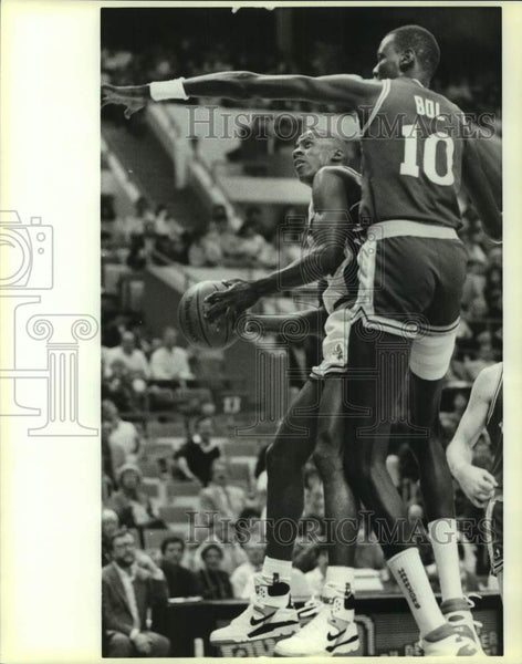1989 Press Photo San Antonio Spurs and Golden State Warriors play NBA basketball - Historic Images