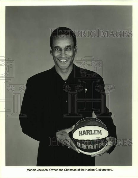 Press Photo Harlem Globetrotters basketball owner and chairman Mannie Jackson - Historic Images