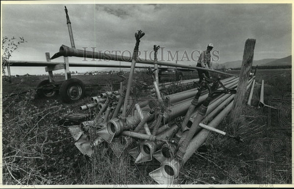 1987 Press Photo Dave Simonson says irrigation rates will increase by $2,000 - Historic Images