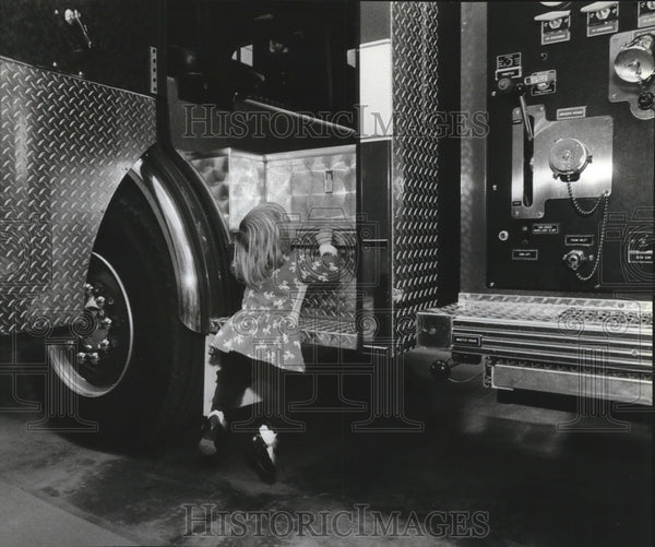 Press Photo Michelle Curtis boarding a fire engine truck at North Foothills Dv - Historic Images