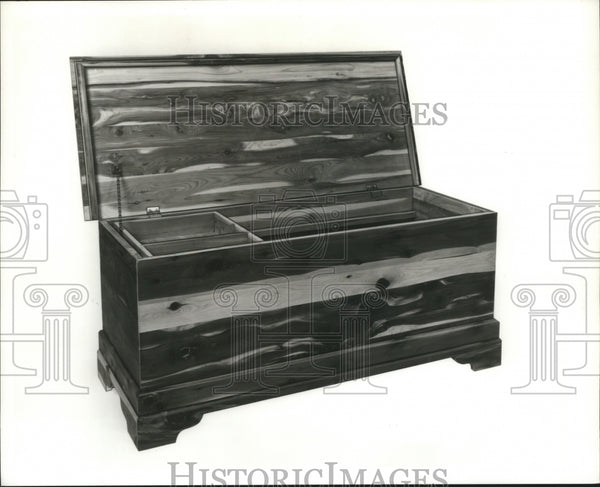 Press Photo Wooden Hope Chest - Historic Images