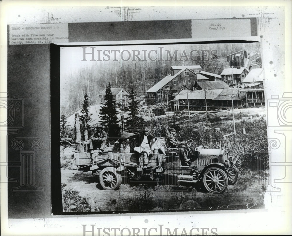 1910 Press Photo Truck with five men near Shohone County, Idaho, circa 1910 - Historic Images
