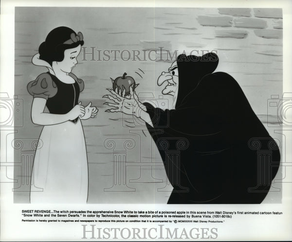 1937 Press Photo The apple scene from Snow White and the Seven Dwarfs. - Historic Images