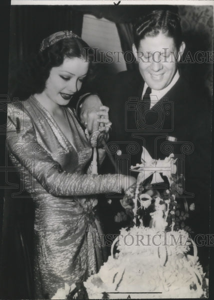 1943 Press Photo Mr. and Mrs. Rudy Vallee - Historic Images