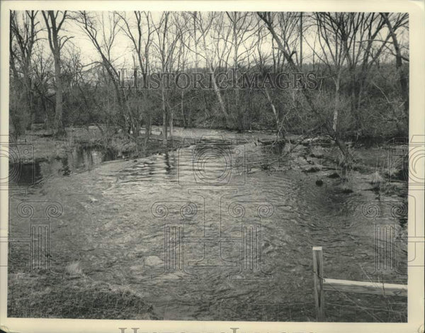 1989 Press Photo Rain causing stream to flood in North Chatham, New York - Historic Images