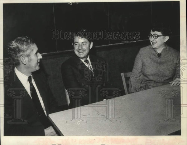 1975 Press Photo Sal Grunby, Senatory Howard Nelson, & Rita Weis in New York - Historic Images