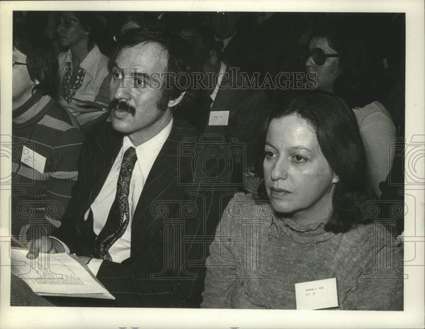 1975 Press Photo Arnold Weiss & Barbara J. Fife attend conference in New York - Historic Images