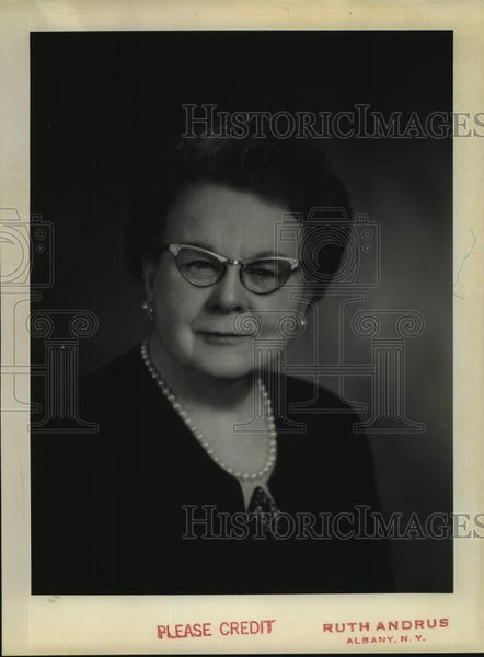 Press Photo Dr. Minnie B. Scotland, Cohoes, New York - tua14540 - Historic Images
