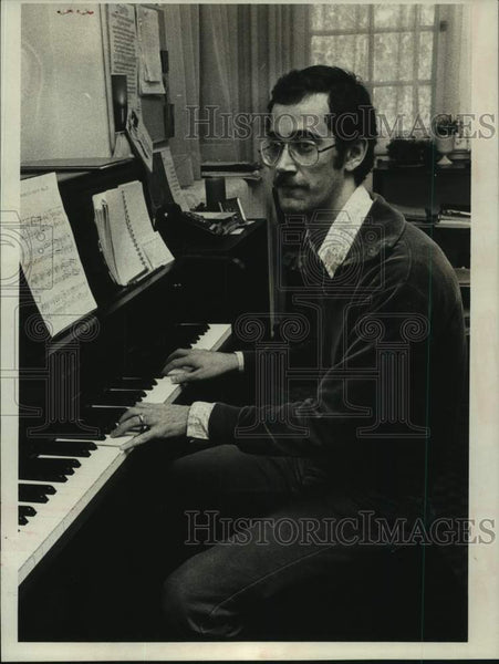 1975 Press Photo Richard Werner playing piano in New York - tua14617 - Historic Images