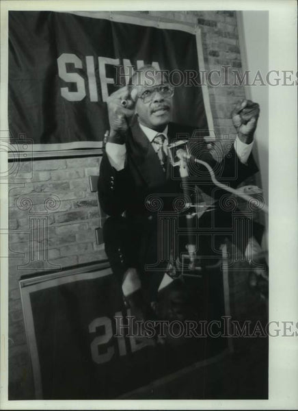 1994 Press Photo Georges Werleigh speaks at Siena University in New York - Historic Images