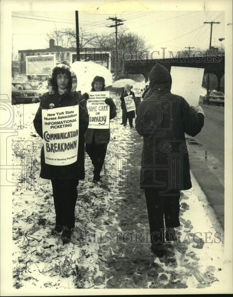 1988 Press Photo Visiting Nurse Association of Schenectady County picketing - Historic Images