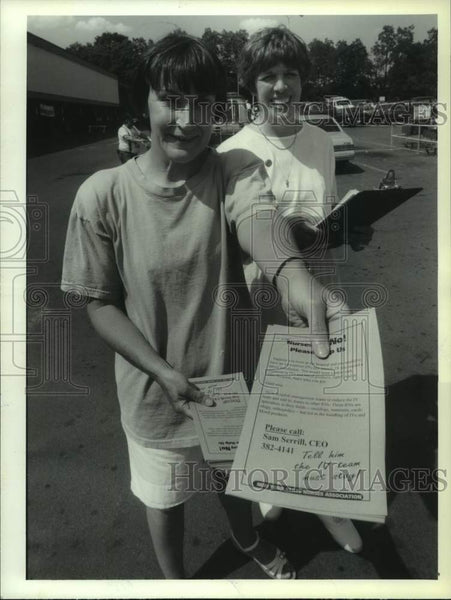 1993 Press Photo Jane French and Georgia Hebert, both RN's, with protest flyers - Historic Images