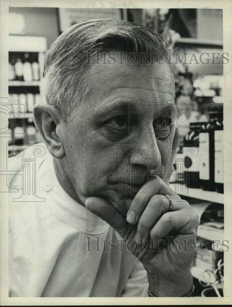 Press Photo New York pharmacist Nathan Werlin - tua14734 - Historic Images