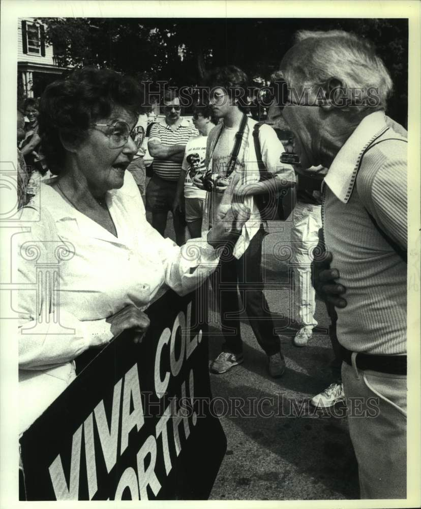 1987 Press Photo New York residents debate in Philmont on Ollie North Day - Historic Images