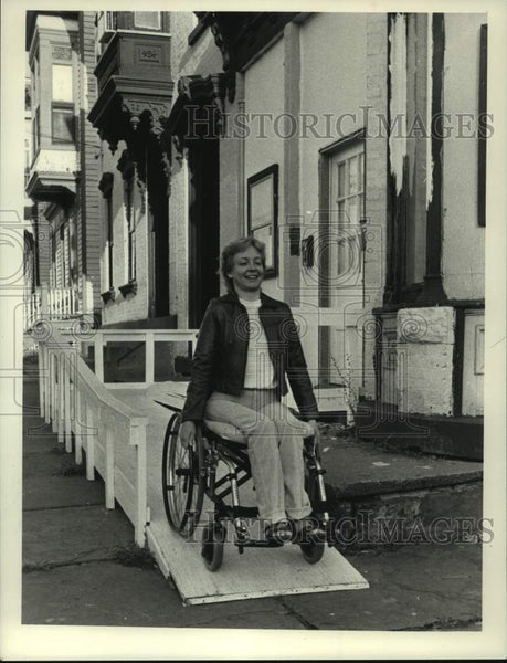 1983 Press Photo Carol Wells uses a wheelchair ramp in New York - tua14942 - Historic Images