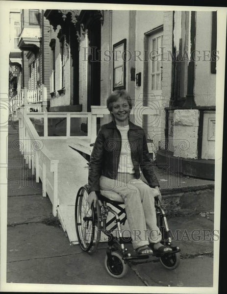 Press Photo Carol Wells uses a wheelchair ramp in New York - tua14943 - Historic Images