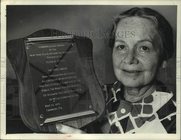 1975 Press Photo Ellen B Scott of The Times Union holds communications award - Historic Images