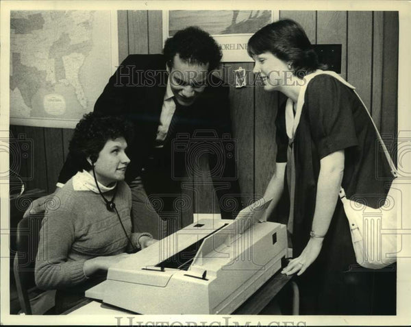 1986 Press Photo Typist at work at Association of the Blind, Albany, New York - Historic Images