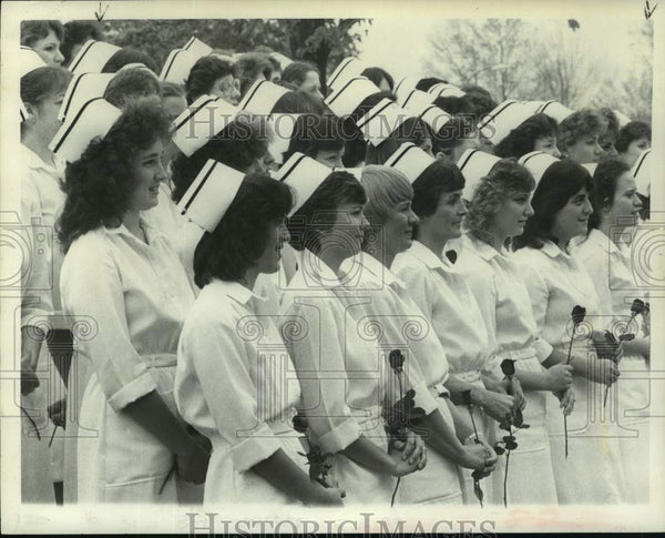 1983 Press Photo Hudson Valley Community College nursing graduates, New York - Historic Images