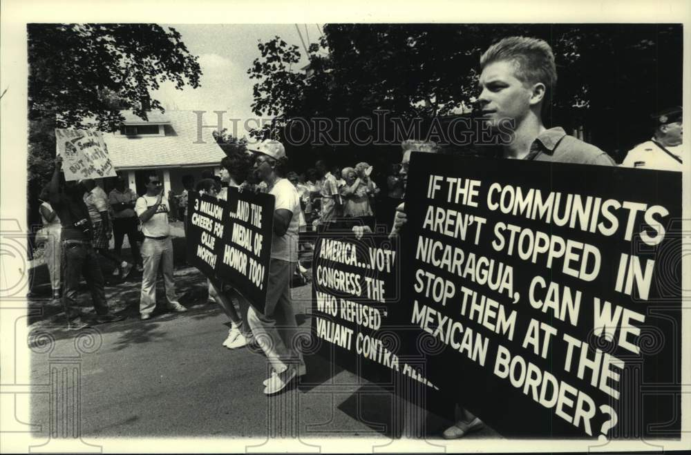 1987 Press Photo Parade celebrating Oliver North in Philmont, New York - Historic Images
