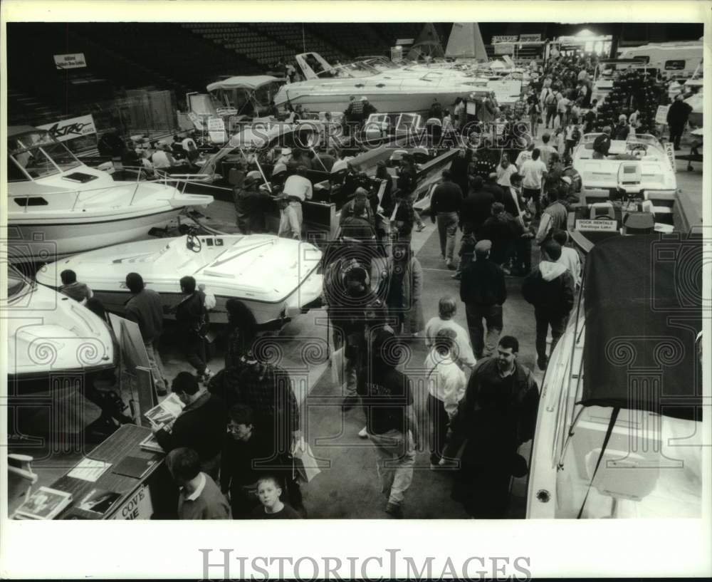 1994 Press Photo Attendees in aisle at Northeast Great Outdoor Show, Albany, NY - Historic Images