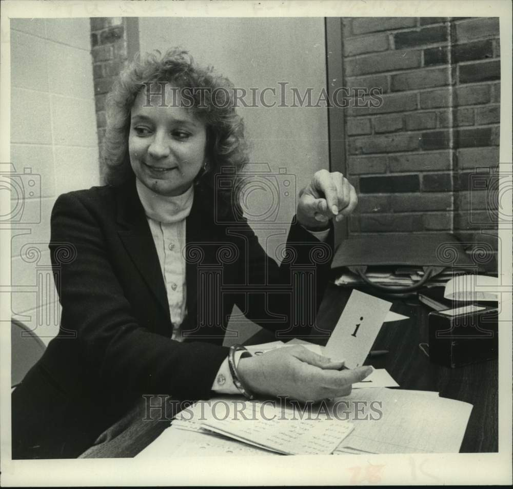 1982 Press Photo Elizabeth Wells, Guilderland, New York Community Center - Historic Images