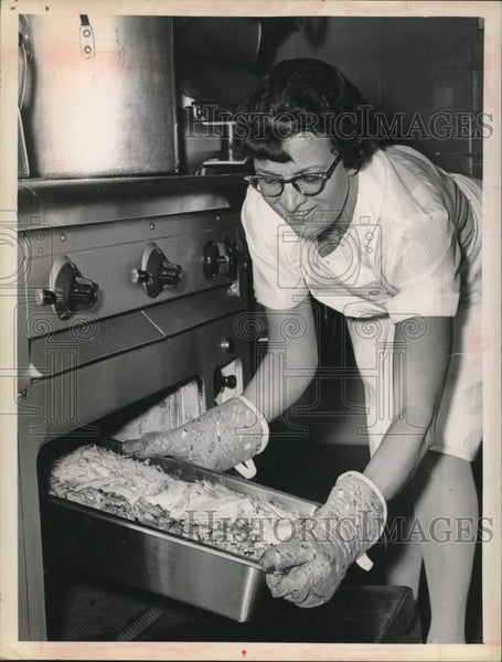 Press Photo Unnamed women removes casserole from oven in cafeteria - tua15927 - Historic Images