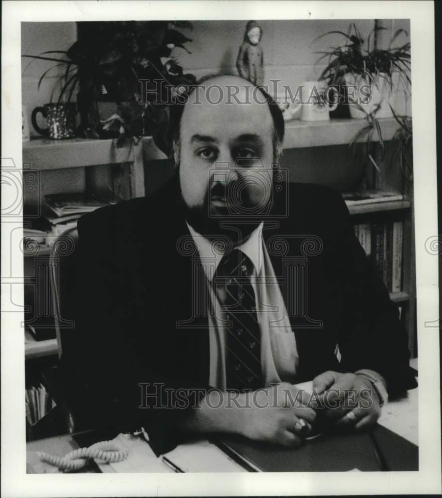 1988 Press Photo Altamont, New York Elementary School principal Dominic Nuciforo - Historic Images