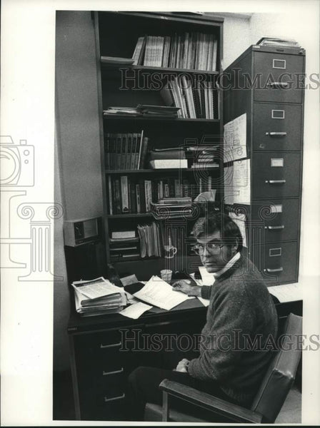 1982 Press Photo Dr. Ed Welch, State University of New York, Albany (SUNYA) - Historic Images