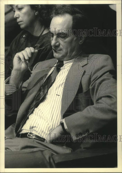 1988 Press Photo Salvadore Sclafani, a regent, at hearing at the LOB on regents - Historic Images