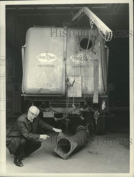 1983 Press Photo Scotia New York Mayor John Ryan, Jr with truck for sale. - Historic Images