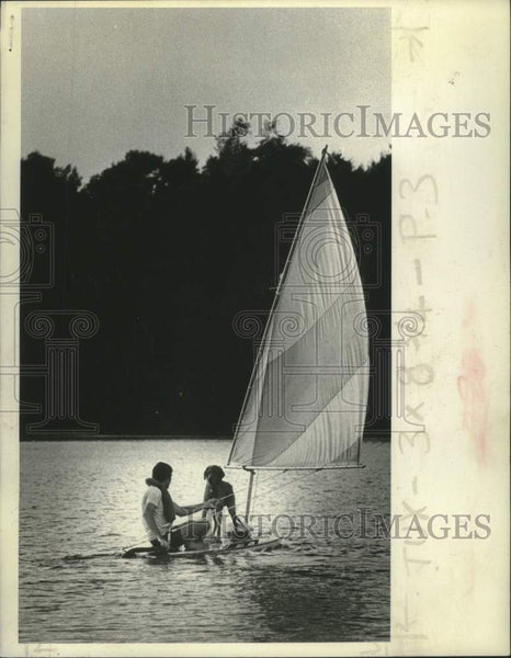 1975 Press Photo Jim Prochaska and his dog on sailboard at Colliins Park, Scotia - Historic Images