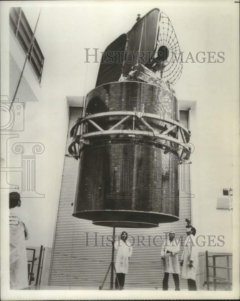 1976 Press Photo Comstar satellite being tested in Stamford, Connecticut - Historic Images