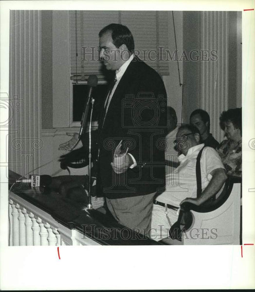 1991 Press Photo Jeffrey Sauter speaks to Schenectady, New York City Council - Historic Images