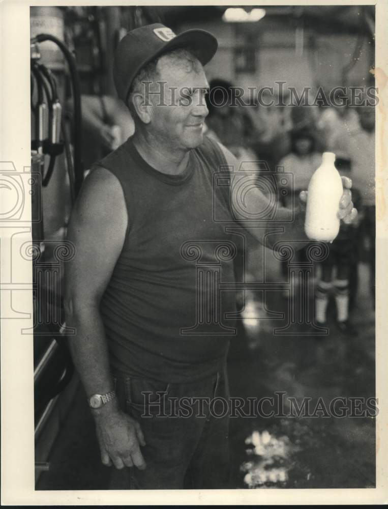 1984 Press Photo Winner of the cow milking contest at the Schaghticoke, NY fair - Historic Images