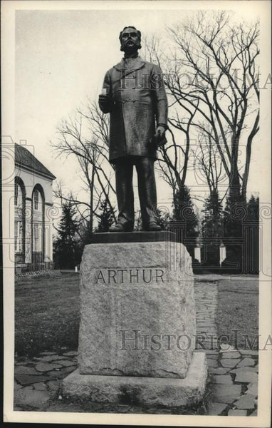 1975 Press Photo Arthur statue in Stockade area of Schenectady, New York - Historic Images