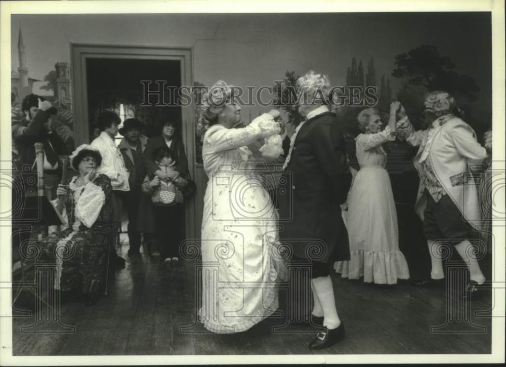 1987 Press Photo Guests in period costume dance at Schulyer Mansion, Albany, NY - Historic Images